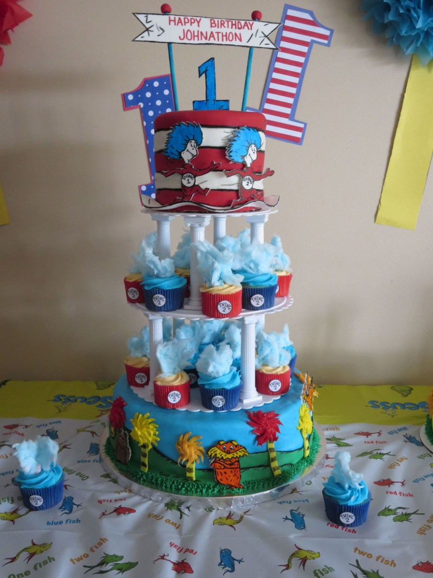 Dr Seuss Birthday Cake Dr Seuss First Birthday Cake And Cupcakes The Bottom Tier Is A Cake