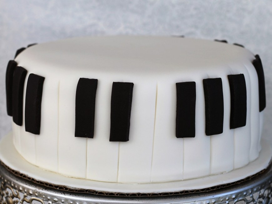 Piano Birthday Cake How To Make A Fondant Piano Cake In 5 Easy Steps Pretty Bakes Blog