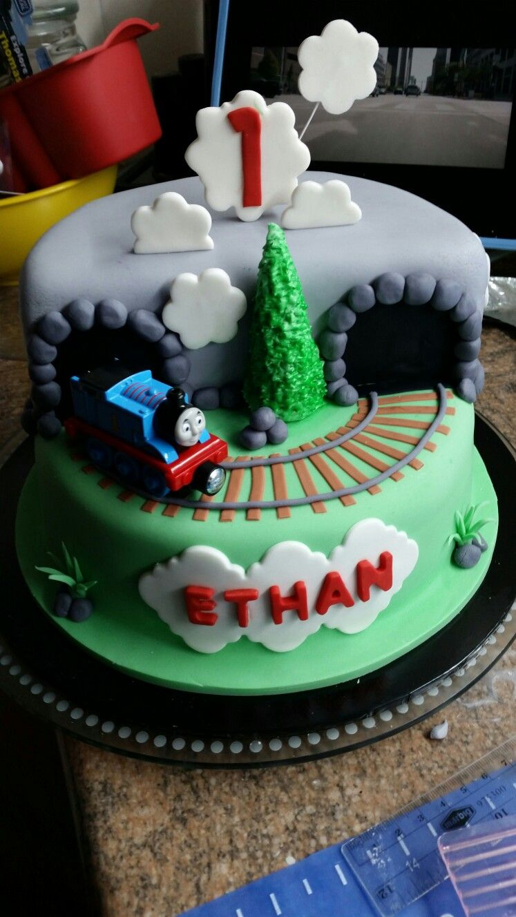Train Birthday Cake Fondant Thomas The Train Engine Birthday Cake With Track And Tunnel