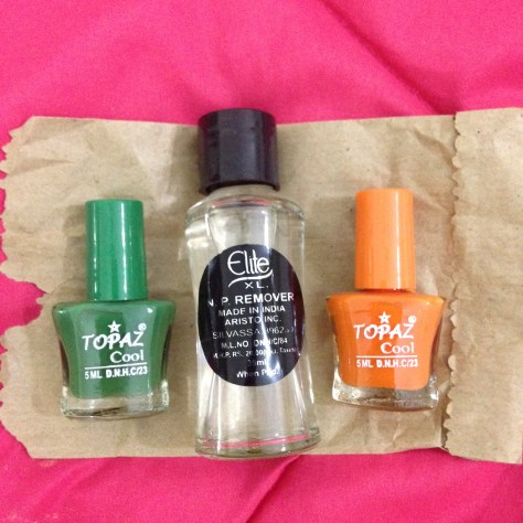 Nail varnish x 2 + remover: India, Items Assembled