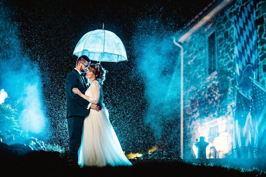 rainy day wedding photo at the inn at millrace pond