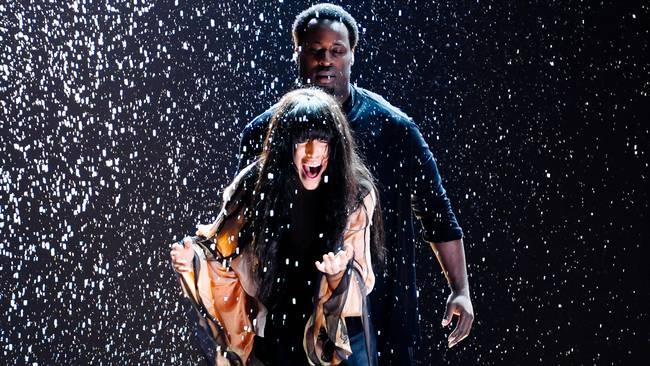 Loreen and her backing dancer Ausben Jordan kicking ass in Melo 2012