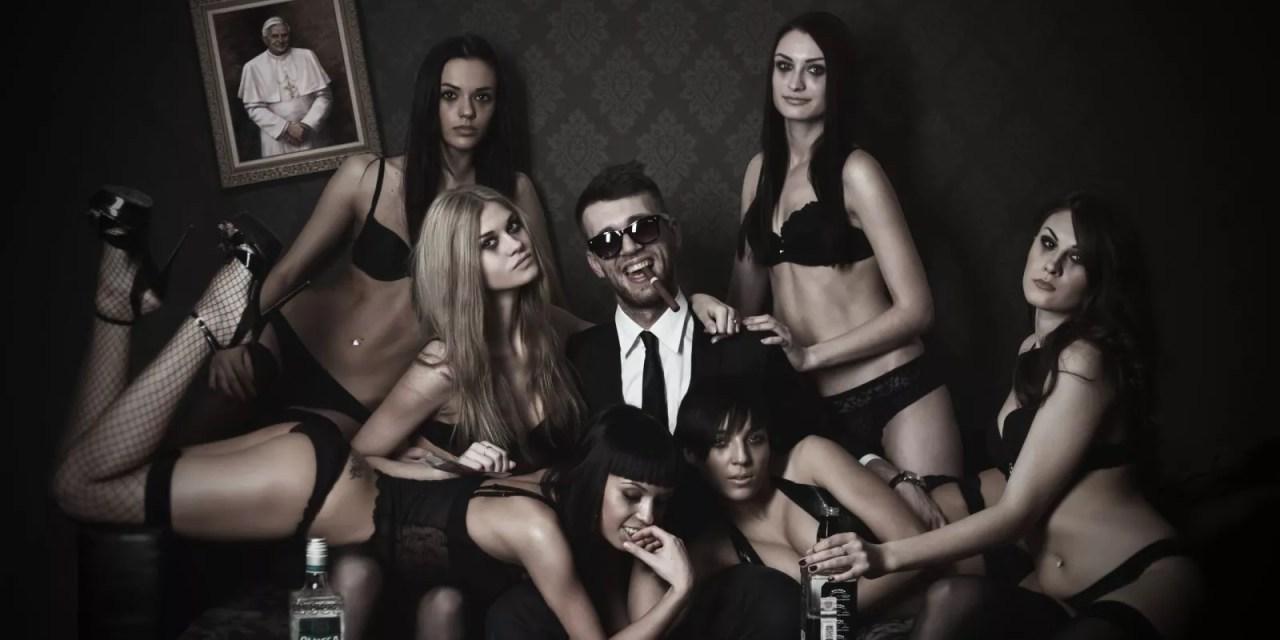 Dlaczego kobiety lecą na kasę, a faceci na wygląd?