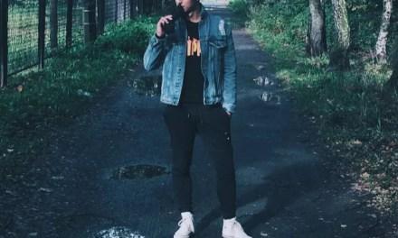 Kurtka jeansowa, katana męska + bluza w stylu Thrasher – stylizacja młodzieżowa