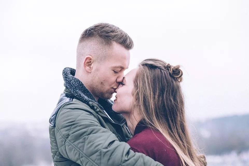 Czy atrakcyjni ludzie mają w życiu łatwiej?