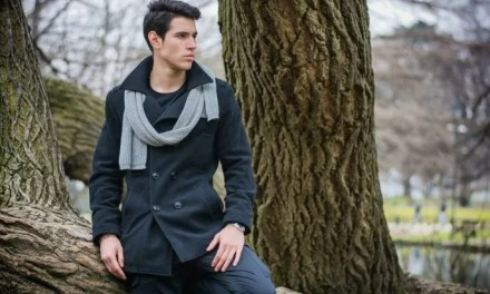 Czarny wełniany płaszcz męski – stylizacja All Black