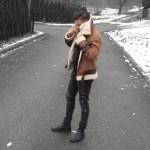 Lookbook #10: Brązowa kurtka z barankiem + szare jeansy