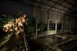 Je le concède, en réalité je ne suis pas aussi épique ni flamboyant... Photo de lightpainting par Nicolas Bernard et Jadikan Lp.