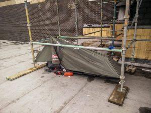Vraiment, une tente cassée c'est pas terrible.