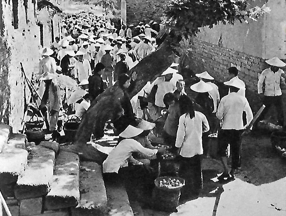 Gladys Aylward at the fruitmarket Yangcheng