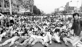 1987 South Koreans protest against military dictatorship.jpg,
