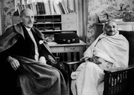 Rolland com Mahatma Gandhi, de quem se tornou amigo, em 1931 (Foto: Reprodução)