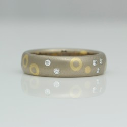 contemporary mixed gold ring with diamonds
