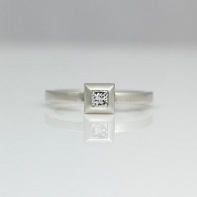 Princess cut diamond platinum engagement ring