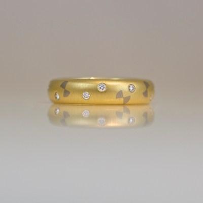 18ct gold ring flush set diamonds bow ties