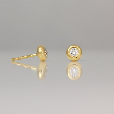 Perfect gold with diamond ear-studs