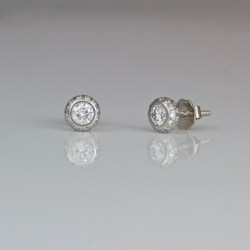 Perfect diamond platinum ear-studs