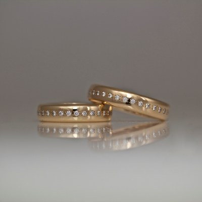 diamonds pave set in rose gold ring