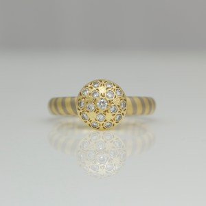 Diagonal stripe ring with pave set top