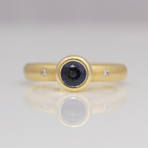 Sapphire solitaire in yellow gold