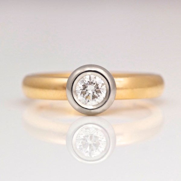 Diamond rub-over set in Platinum on rose gold engagement ring 0905