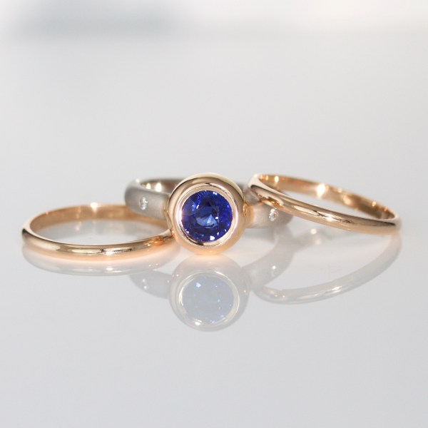Blue sapphire, rub-over set in rose gold with platinum triple ring 1021