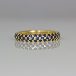 Sapphires pave' set in 18ct yellow gold ring