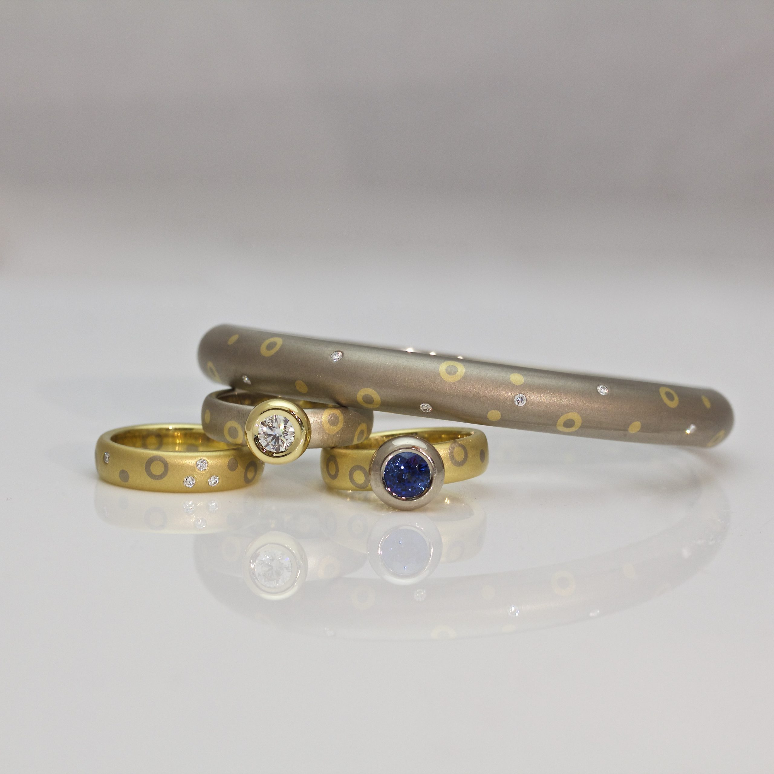 18ct gold hinged bangle with diamonds, dots & circles