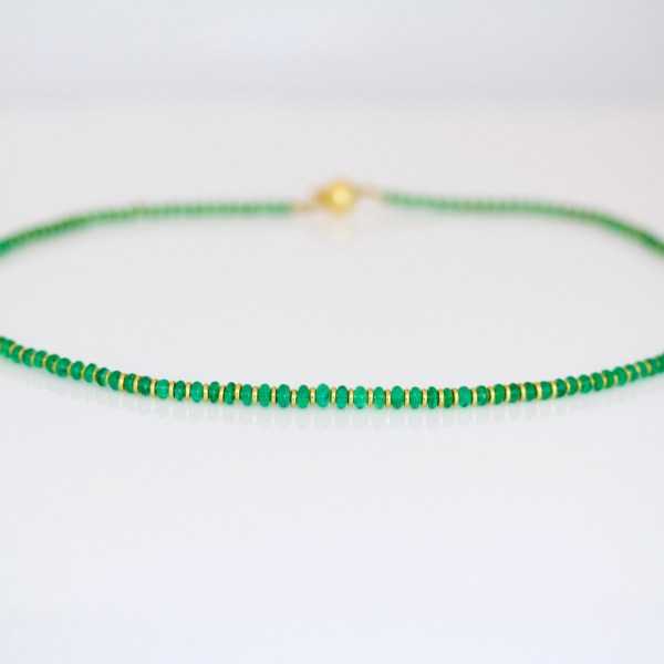 Emerald & 18ct gold necklace