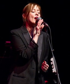 Suzanne Vega 2/18/10 UCSB Arts & Lectures
