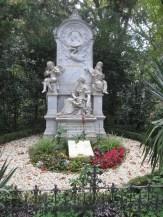 La tomba di Schumann e Clara
