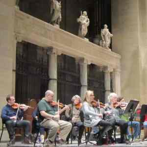 Minnesota Sinfonia with statues of saints for suite