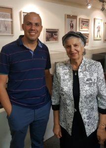 גב' דינה דנינו (נחמני) וכותב המאמר