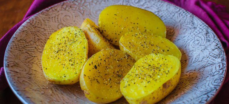 Cómo Hacer Patatas al Microondas (5 Minutos) 🥔