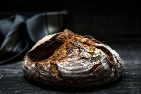 Pan de pueblo tostado y lleno de sabor