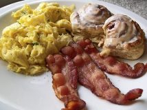 bacon-eggs-cinnamon-bun-breakfast-620x465-620x465
