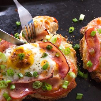 Ham-Tomato-Mozzarella-Pizza-Toast-with-Scallion-breakfast-620x620