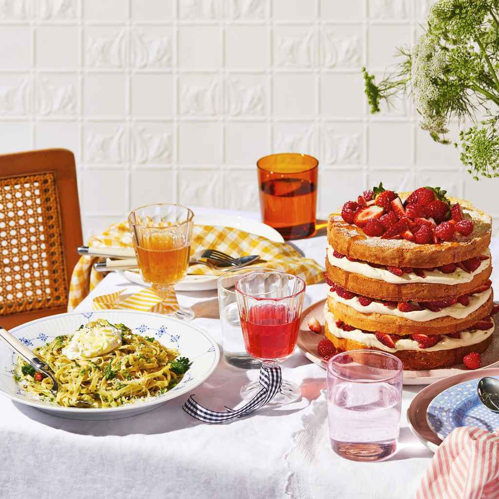Spring weekend lunch: tagliatelle, non alcoholic drinks and strawberry layer cake