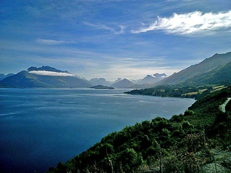 New Zealand water and mountains vista between Queenstown and Glenorchy