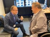 Min gamla vän Magnus Berntsson, som även är ordförande i Assembly of European Regions (AER), försöker förklara varför regionpolitiken är viktig i ett EU-perspektiv. Vi är väl inte helt överens i denna frågan