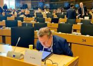 Sista förberedelserna inför ett av veckans möten med utrikesutskottet.