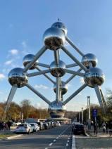 Besök på Atomium i Bryssel, ett 102 meter högt monument som byggdes inför Världsutställningen i Bryssel 1958.