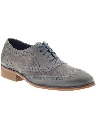 Los 5 tipos de zapatos indispensables en el guardarropa de un hombre 2