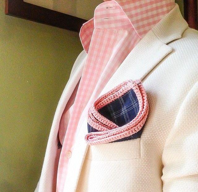 6 maneras infalibles de combinar una camisa rosa 7