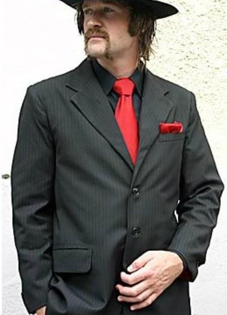 Es válido usar camisa negra y corbata roja? 2