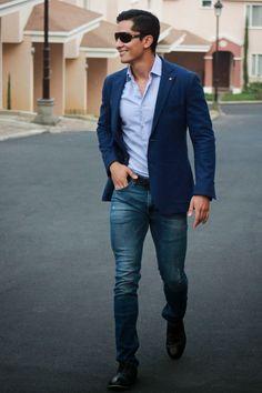 Saco azul marino con jeans