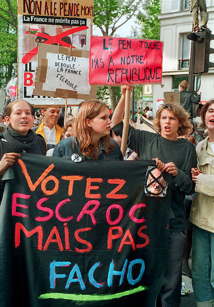 https://i0.wp.com/davidphenry.com/Paris/StudentsProtesting1May2002.jpg