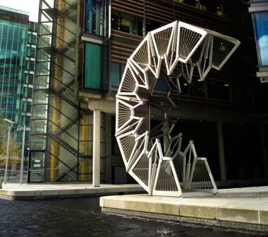 new-heatherwick_studio_lightbox_rolling_bridge-resized
