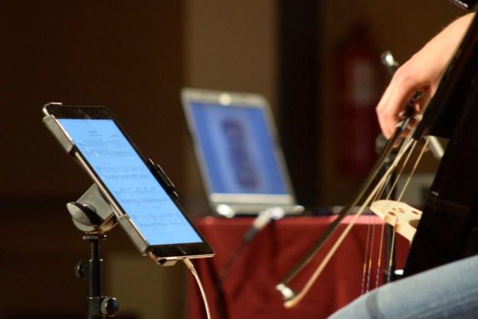 Partituras digitales y cellos eléctricos - @David_SanRoA