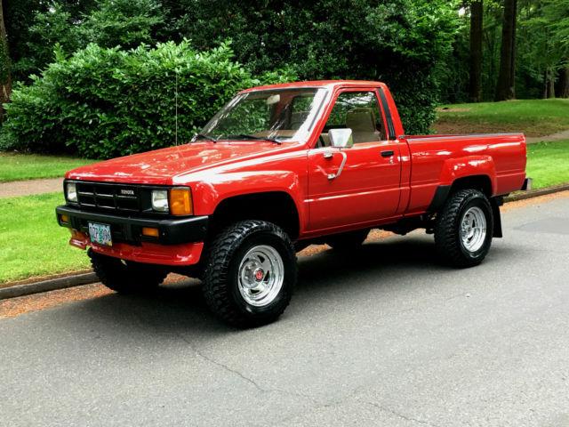 1986 Toyota Pickup Red